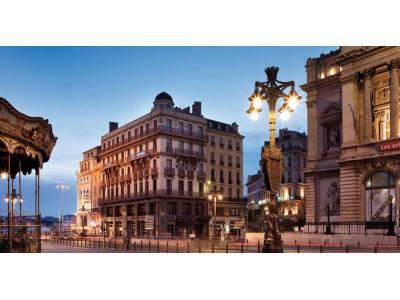 53f5fffe51cd2_Façade-rue-Canebière---Hôtel-Escale-Oceania-Marseille-Vieux-Port-3-étoiles
